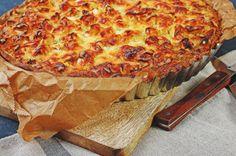 Bekannt aus Frankreich und sehr beliebt bei uns — die Quiche, ein herzhafter Kuchen mit einer würzigen Füllung mit Eiern und Sahne.