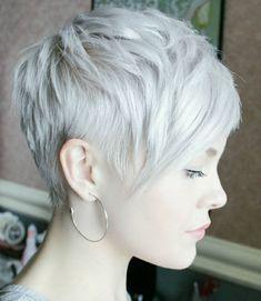 Idée Coiffure : Description coupe de cheveux femme court blond gris coupe de cheveux tendance frange asymétrique - #Coiffure https://madame.tn/beaute/coiffure/idee-coiffure-coupe-de-cheveux-femme-court-blond-gris-coupe-de-cheveux-tendance-frange-asymet/