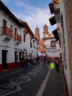El Pueblo Mágico de Taxco, en Guerrero, no sólo es famoso por su plata; sus callejones enredados y arquitectura colonial que le dan ese aspecto de pueblo típico mexicano encanta a todo aquel que lo conoce. // The magical town of Taxco in Guerrero, is not only famous for its silver crafts, its tangled streets and colonial architecture delight everyone who knows it. / Foto: Namreg Ogeid Zenítram