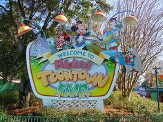 vignette.wikia.nocookie.net disney images 4 45 Mickey%27s_Toontown_Fair_at_Magic_Kingdom.jpg revision latest scale-to-width-down 350?cb=20120120051854