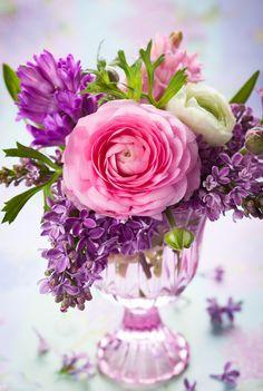 Beautiful bouquet - Gyönyörű virágcsokor - Megaport Media