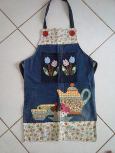 Ne e nin g zdeleri Sewing Hacks, Sewing Crafts, Sewing Projects, Jean Apron, Apron Tutorial, Cute Aprons, Denim Crafts, Sewing Aprons, Recycle Jeans
