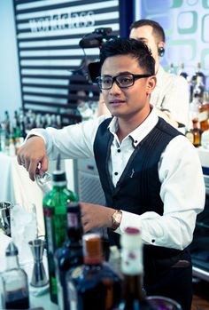bartenders madrid - Buscar con Google Bartender Uniform, Cafe Uniform, Restaurant Uniforms, Bartenders, Cigar, Theater, Madrid, Studios, Men's Fashion