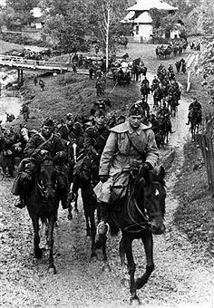 Ungarische Beteiligung: Eine Kavallerie - Abteilung passiert eine Ortschaft.ohne weitere Angaben. September 1941 - pin by Paolo Marzioli Germany Ww2, Ww2 Photos, Defence Force, Axis Powers, World War Ii, Diorama, Wwii, Old Things, Army