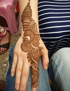 No occasion is carried out without mehndi as it is an important necessity for Pakistani Culture.Here,you can see simple Arabic mehndi designs. Simple Arabic Mehndi Designs, Full Hand Mehndi Designs, Mehndi Designs 2018, Henna Art Designs, Modern Mehndi Designs, Mehndi Design Pictures, Mehndi Designs For Beginners, Mehndi Designs For Girls, Mehndi Designs For Fingers