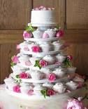 Romantic wedding cake: with roses & cupcakes