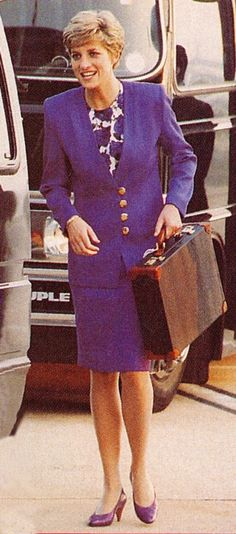 1991 04 28 Prince Charles and Princess Diana return to Heathrow Airport after their official tour of Brazil Real Princess, Princess Of Wales, Diana Williams, Rose Queen, Camilla Parker Bowles, Diana Fashion, Princes Diana, British Nobility, Lady Diana Spencer