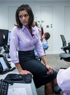 Office wear frequently entails a bleak color combination of strong colors. Make … Office wear frequently entails a bleak color combination of strong colors. Make … – Work Fashion for Women – Itv Weather Girl, Weather Girl Lucy, Business Casual Dresscode, Business Casual Dresses, Business Outfits, Office Fashion, Work Fashion, Fashion Tips, Women's Fashion