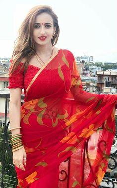 Pinterest @Yashu Kumar /beauty in saree Fancy Sarees, Indian Fashion, Saree Fashion, Red Saree, Saree Dress, Saree Blouse, Indian Beauty Saree, Indian Sarees, Pooja Sharma