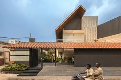 Completed in 2018 in Jalandhar, India. Images by Purnesh Dev Nikhanj. MAIN CONTENT This house in Jalandhar, India is a Contemporary design with elements of Indian Traditional houses. Farmhouse Landscaping, Modern Farmhouse Exterior, Bungalow House Design, House Front Design, Modern Architecture House, Modern Buildings, Amazing Architecture, India Moderna, House Elevation