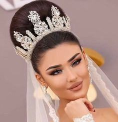 Almost every bride want to feel like a queen on her wedding day. Crown is pretty much the hottest trend going in bridal hair accessories weddings. These worthy crowns Wedding will make a stunning a… Wedding Hairstyles With Crown, Wedding Hairstyles Half Up Half Down, Bride Hairstyles, Wedding Beauty, Wedding Makeup, Bridal Beauty, Bridal Crown, Wedding Pinterest, Bridal Hair And Makeup
