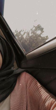 Hijabi Girl, Girl Hijab, Cute Girl Poses, Girl Photo Poses, Tumblr Photography, Girl Photography Poses, Cool Girl Pictures, Girl Photos, Selfi Tumblr