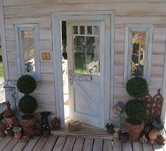 Keltainen talo rannalla-tiny little dollhouse things!