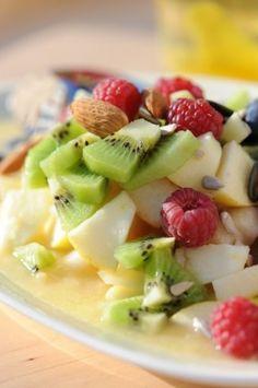 """Parce qu'une alimentation saine est indissociable d'une belle peau, je prépare avec amour le """"Miam-O-Fruit"""" de la méthode France Guillain. Effet purifiant et bonne mine garantis (et la minceur en cadeau) grâce à ce délicieux cocktail de graines et de fruits  !"""