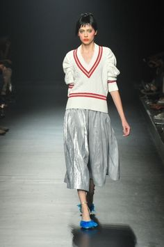 Interesting play on volume and silhouette at catwalk in Catwalk Hair, World Trends, Mohair Sweater, Tokyo Fashion, Womens Fashion, Fashion Trends, Fashion Styles, Knitwear, Autumn Fashion