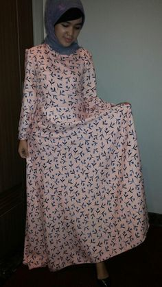 Peach dress + hijab syar'i Only 599 rb idr