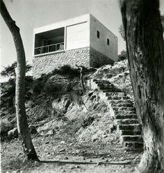 Casas de fin de semana en la costa del Garraf (Margaret Michaelis, Barcelona, 1935) de los arquitectos Josep Lluís Sert y Josep Torres Clavé.