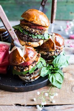 Fried Mozzarella and Caramelized Peach Caprese Burger with Balsamic Drizzle.Really nice recipes. Gourmet Burgers, Burger Recipes, Burger Food, I Love Food, Good Food, Yummy Food, Food Porn, Good Burger, Tasty Burger