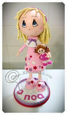 Fofucha niña con muñeca