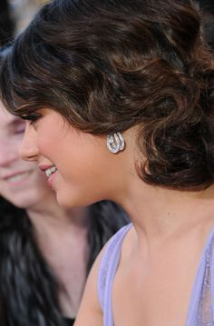 Mila Kunis Photos - Actress Mila Kunis (fashion detail) arrives at the Annual Academy Awards held at the Kodak Theatre on February 2011 in Hollywood, California. Mila Kunis Pics, Diamond Earrings, Stud Earrings, Sundance Film Festival, Academy Awards, Hairdos, Fashion Details, Bridal Hair