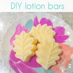 How to make lotion bars for your dry hands. Diy Lotion, Lotion Bars, Diy Body Butter, Spa, Diy Bar, Dry Hands, Diy Crafts To Sell, Soap Making, Diy Beauty
