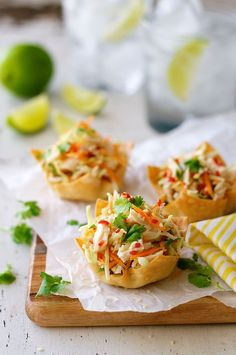 Thai Chicken Salad Wonton Cups - wonton wrappers make great party food! These are filled with a fresh, zingy Thai chicken salad. Wonton Appetizers, Appetizer Recipes, Cold Appetizers, Party Appetizers, Healthy Appetizers, Healthy Meals For Two, Healthy Recipes, Bariatric Recipes, Fast Recipes
