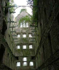 Bodmin Jail, which was built as the County Prison in 1778 and was notorious for its cramped conditions and public hangings, is now a fascinating museum Abandoned Prisons, Abandoned Houses, Abandoned Places In The Uk, Devon And Cornwall, Looe Cornwall, North Cornwall, North Wales, Haunted Places, Spooky Places