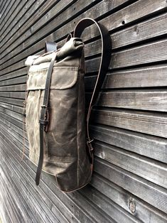 8a775c5e8d0 Waxed canvas rugzak/rugzak met oprolbare boven en waxed | Etsy Messenger  Backpack, Cycling