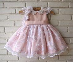 Resultado de imagem para vestidos em laise meninas Girls Party Dress, Toddler Girl Dresses, Little Girl Dresses, Baby Dress, Girls Dresses, Fashion Kids, Frilly Dresses, Frocks For Girls, Baby Couture