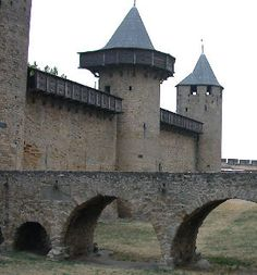 Google Image Result for http://www.medieval-castle.com/walled_cities_photos/carcassonne_turrets_300.jpg