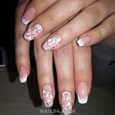 Easy French Nail Design Ideas / Feminine And Orderly Nails Trend Gold Nail Polish, Gold Nails, My Nails, French Nails, Nailart, Bright Red Nails, French Nail Designs, Nail Art Brushes, Nail Patterns