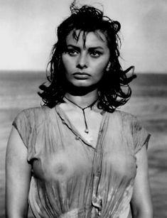 SOFIA LOREN . 1957