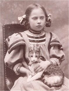 I like that the cat is looking in the right place, but not the little girl .