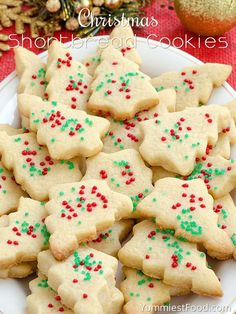 Christmas Shortbread Cookies - adorable, delicious, tasty and with only three ingredients! You need to add this lovely Christmas Shortbread Cookies to your Christmas! Best Christmas Cookies, Xmas Cookies, Christmas Desserts, Christmas Shortbread Cookies, Christmas Christmas, Easy Shortbread Cookies, Shortbread Recipes, Christmas Foods, Betty Crocker Shortbread Cookie Recipe