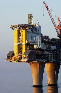 Impressive Oil Rig, Troll-A Water Well Drilling, Drilling Rig, Oil Rig Jobs, Petroleum Engineering, Oil Platform, Oil Tanker, Oil Refinery, Industrial Architecture, Oil Industry