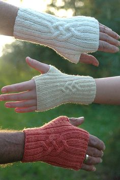 Shirl's Mittlets Knitting Pattern, PDF, fingerless gloves – armstulpen stricken Fingerless Gloves Knitted, Crochet Gloves, Knit Mittens, Knit Crochet, Crochet Granny, The Mitten, Wrist Warmers, Hand Warmers, Knitting Projects