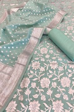 Churidar Neck Designs, Kurta Designs Women, Saree Blouse Designs, Blouse Patterns, Simple Saree Designs, Stylish Dress Designs, Sleeves Designs For Dresses, Dress Neck Designs, Banarsi Suit