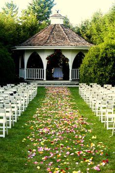 Nesselrod Bed & Breakfast - Virginia Venue - Floral wedding ceremony aisle