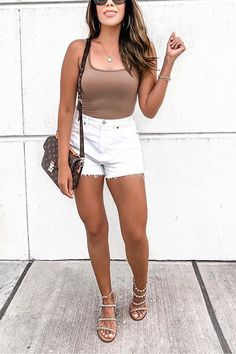 Summer Shorts Outfits, Trendy Summer Outfits, Cute Casual Outfits, Simple Outfits, Summer Vegas Outfit, High Waisted Shorts Outfit, Club Outfits, Outfits With White Shorts, Summer Outfit With Jeans