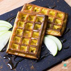 Syn Free Apple and Cinnamon Waffles Slimming World Cake, Slimming World Treats, Slimming World Breakfast, Slimming World Recipes Syn Free, Healthy Breakfast Recipes, Healthy Recipes, Breakfast Ideas, Healthy Eats, Cinnamon Waffles