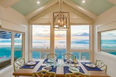 708 Whiting Court San Diego, California 92109 4 bedroom, 3 bath luxury oceanfront Mission Beach home with charming designer furnishings