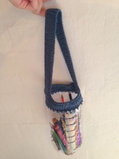 My 16th crochet project. A container for crayons. ~~~~~~~ Mit 16. hækle projekt. En beholder til farver.