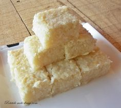 Prajitura vegana cu cocos si ananas Raw Dessert Recipes, Raw Desserts, Raw Vegan Recipes, No Bake Desserts, Vegetarian Recipes, Cooking Recipes, Vegan Pastries, Raw Food Diet, Vegan Food
