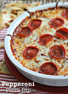 This Pepperoni Pizza Dip is an easy and fun appetizer! If you& got 20 minutes and a few simple ingredients, then get ready to dive into cheesy goodness! Pizza Appetizers, Best Appetizers, Appetizer Recipes, Snack Recipes, Cooking Recipes, Simple Appetizers, Cooking Stuff, Appetizer Ideas, Salad Recipes