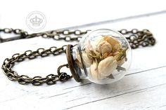 Necklace with real Jasminblossoms de JanoschDesigns por DaWanda.com