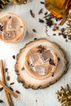 This Iced Cinnamon Whiskey Chai is spicy, cool and perfect for the holidays! Made with delicious Rebbl Ashwaganda Chai Elixir Coctails Recipes, Drinks Alcohol Recipes, Non Alcoholic Drinks, Yummy Drinks, Drink Recipes, Christmas Cocktails, Holiday Drinks, Holiday Parties, Christmas Recipes