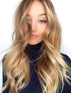 Texture on this beauty using Giving you air filled movement with less heat . Warm Blonde Hair, Blonde Hair Shades, Blonde Hair Looks, Honey Blonde Hair, Golden Blonde Hair, Dark Blonde, Blond Hairstyles, Wedding Hairstyles, Layered Hairstyles