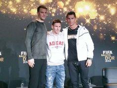 Vor der Show posieren die drei besten Fussballer noch lässig gekleidet.FIFA Ballon d'Or 12.1.15