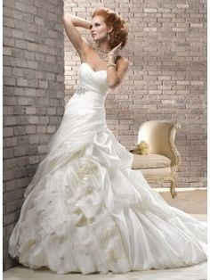 Princess Sweetheart Chapel Train Woth Satin Wedding Dress with Beading