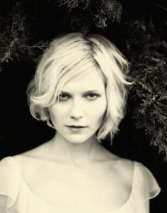 What I love about Kirsten Dunst:  Thin lips and chubby round face.  So much more feminine and interesting than all those artificially fat lips and pointy plastic noses and chins.